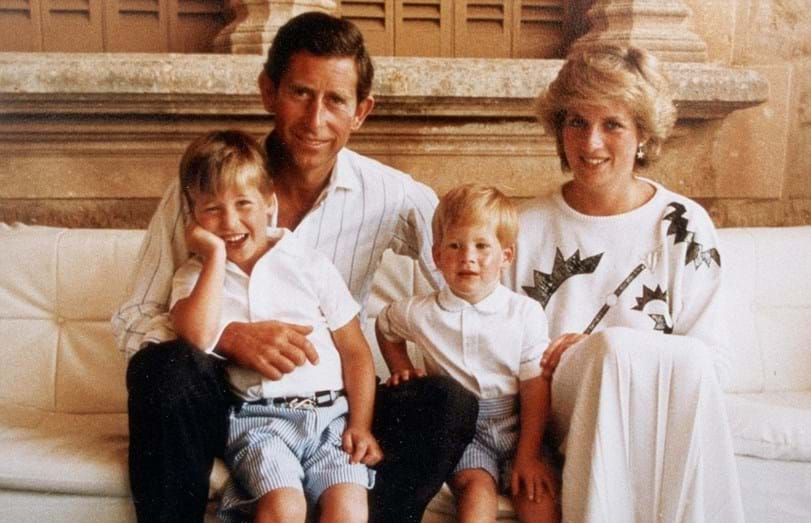 Diana e Carlos de Inglaterra com os filhos, William e Harry