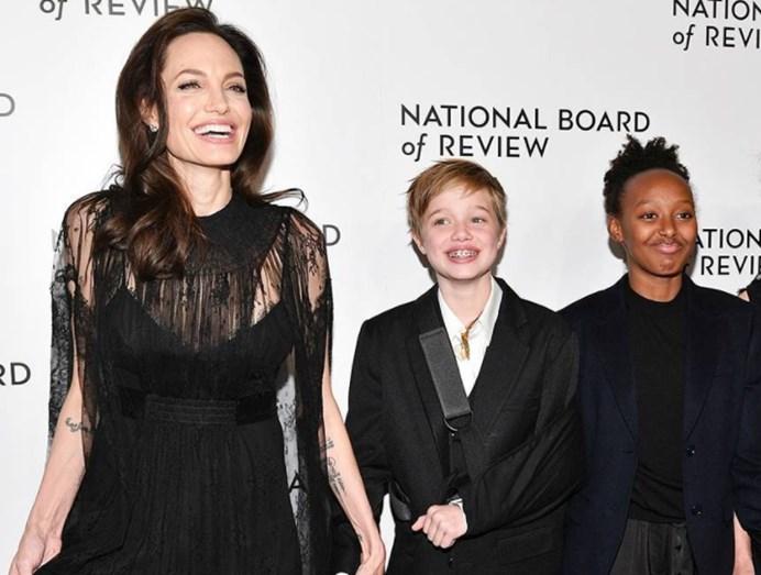 O reencontro de Angelina Jolie e Jennifer Aniston — Globos de Ouro