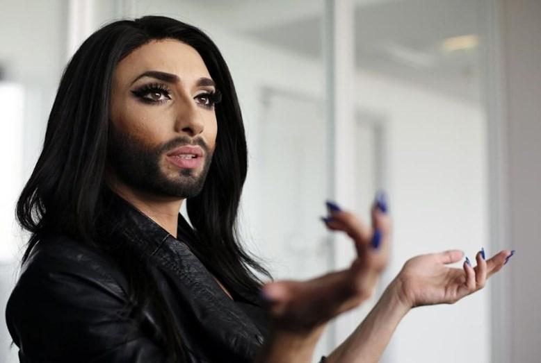 Esta Sou Eu Meu Mundo E Minha Vida O Resto é O Cenário: Chantageada, Conchita Wurst Revela Que é Seropositiva