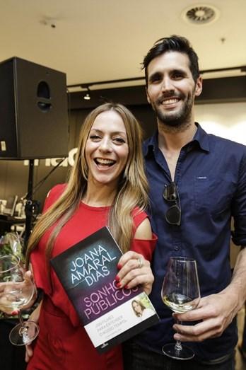 Amigos e familiares de Joana Amaral Dias em festa animada